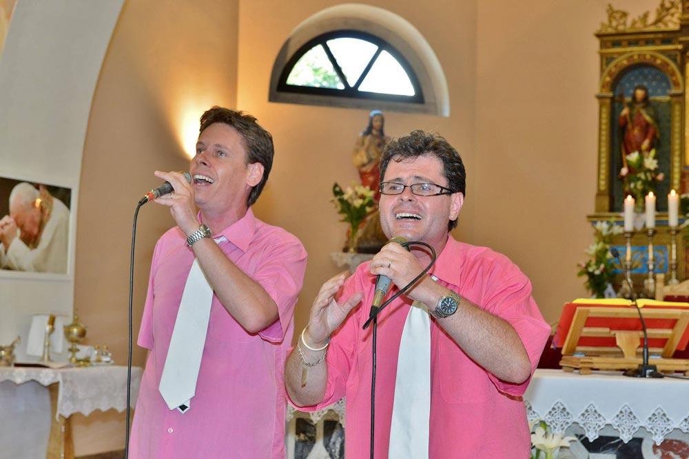 Aledory na nastupu u crkvi